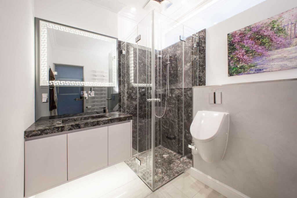 Badezimmer mit Naturstein kosmus A