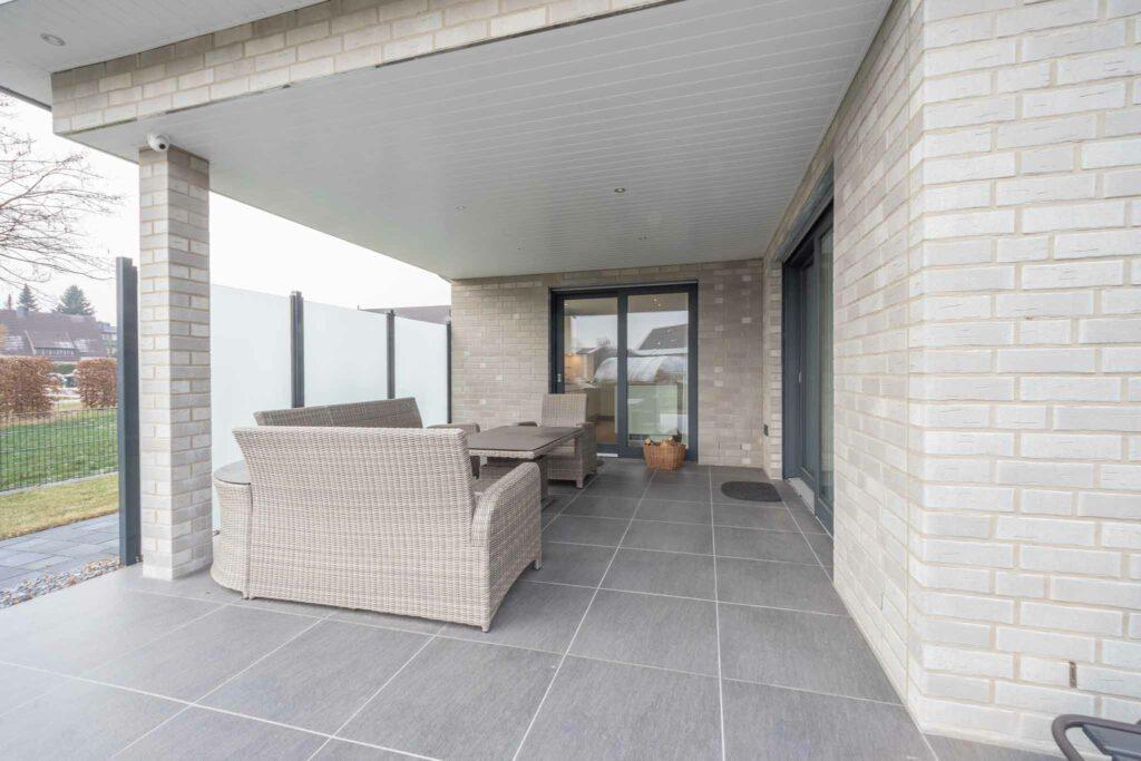 Terrasse mit Keramik Bodenplatten